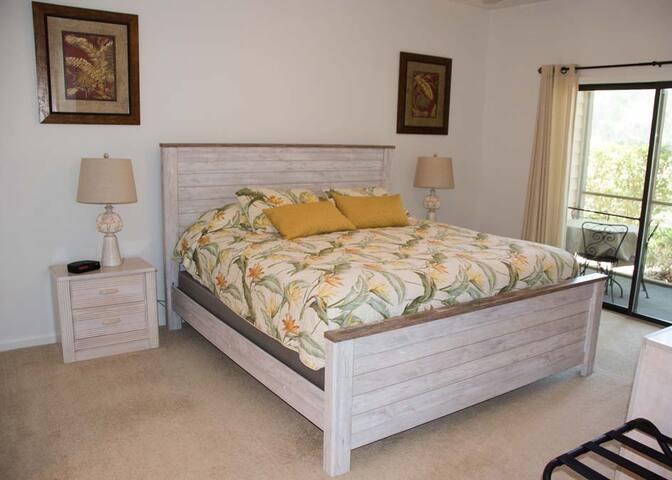 LL - Bedroom (1 King bed)
