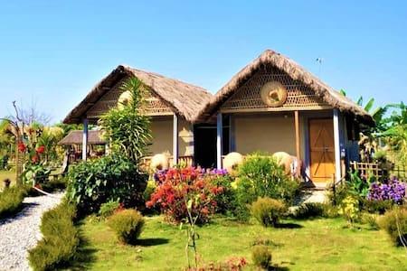 Kanoka Village Resort ( Traditional cottage)