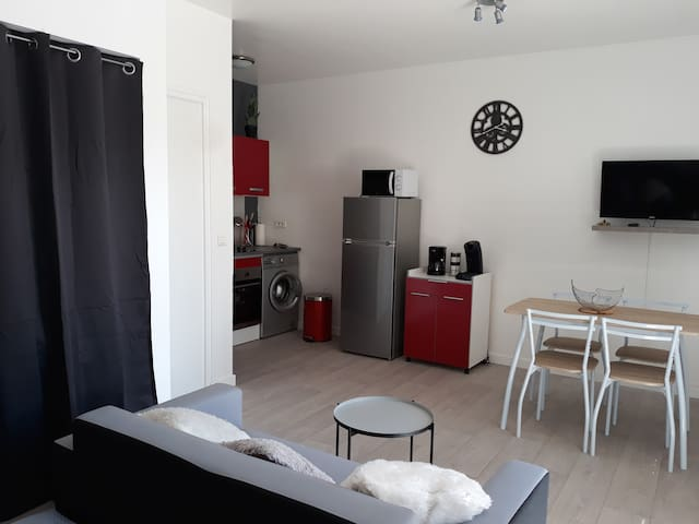studio roseraie avec terrasse