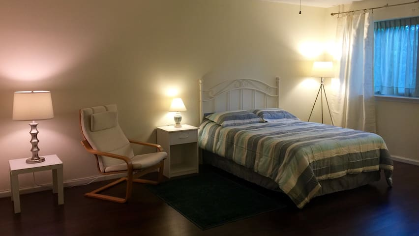 Master Bedroom in Townhouse - Wilmington - Rivitalo