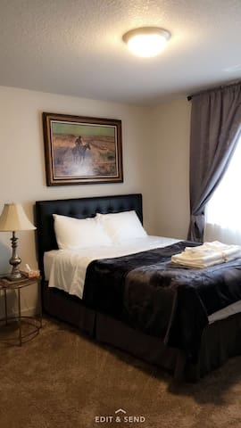 # 1 cozy-queen bed refri micr tv and close to PDX