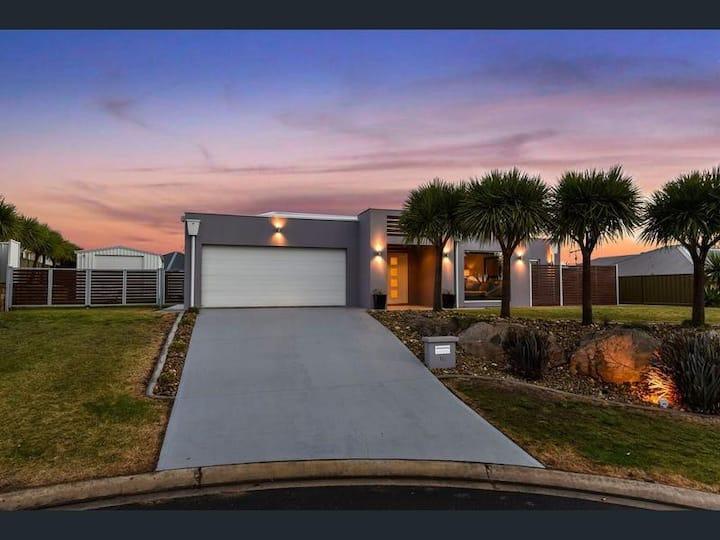 Elegant Modern Luxury Home