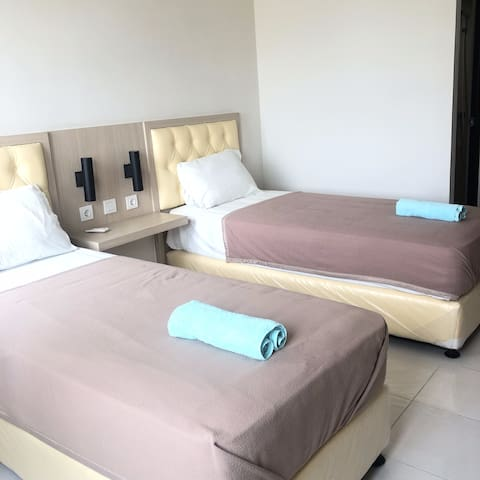 Elvis Tower Guest House Cikarang by Shavxiao