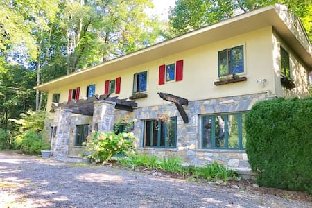 Luxury Living on the Mountain at Case's Cabin!