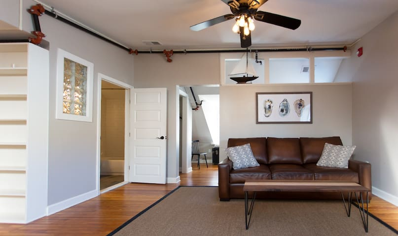 Loft over the Heart of Main Street! - Annapolis - Loft