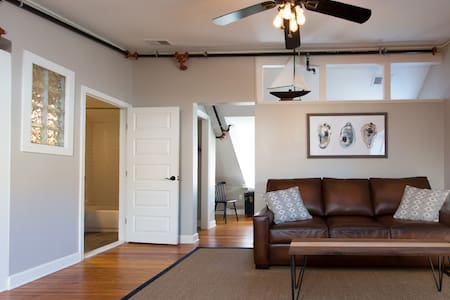Loft over the Heart of Main Street! - Annapolis - Çatı Katı