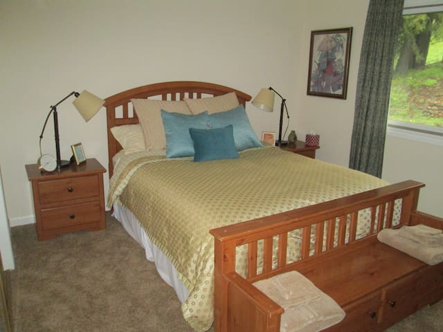 Quiet Room in Moraga, ideal for visiting. - Moraga