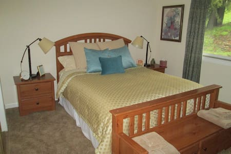 Quiet Room in Moraga, ideal for visiting. - Moraga