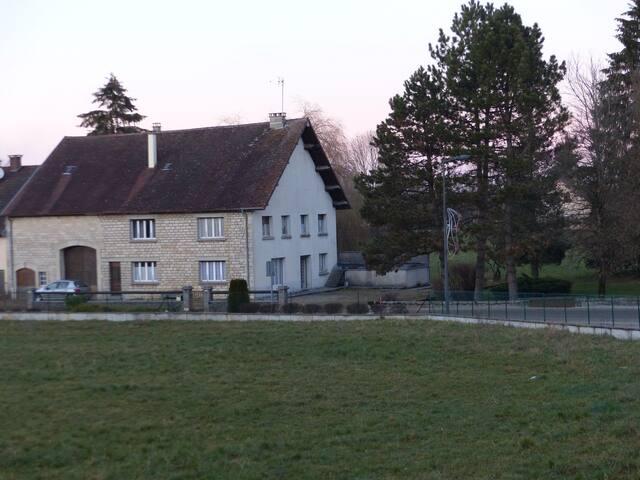Rez de Chaussée dans une maison de village