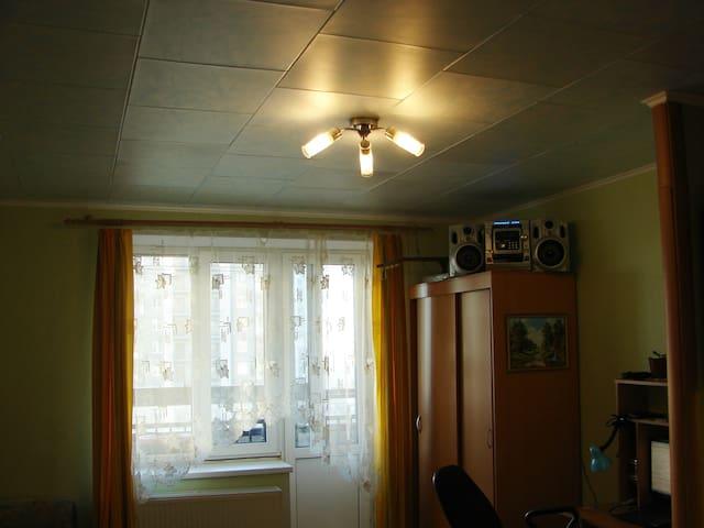 Верхний свет дополняет, при необходимости, рабочий полумрак.
