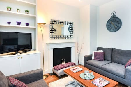 Chic 2 Bedroom Apartment in Victoria - London