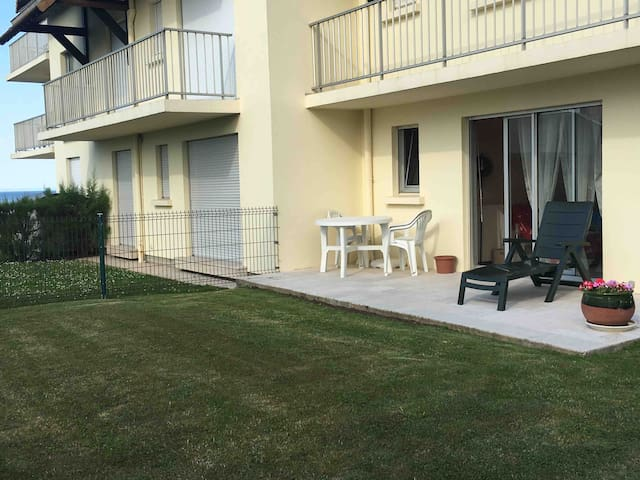 2-room apartment with garden, close to city center