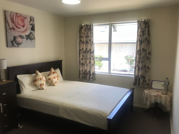 Airport 5 min Christchurch Comfortable home