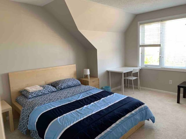 Comfortable Private and Spacious Room