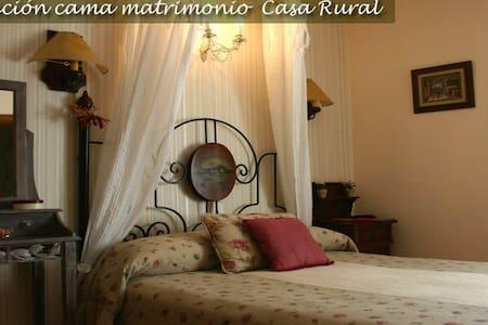 Habitación matrimonial nº 3 - Sarvisé - Bed & Breakfast