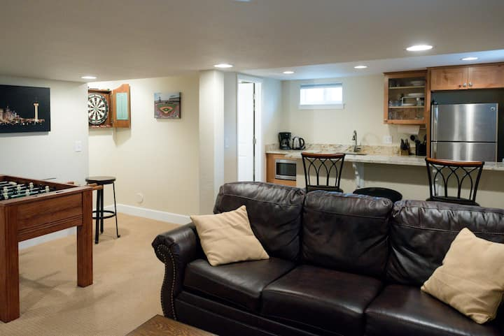 Newly Renovated 1BR Apt. Central locale, Near DU.