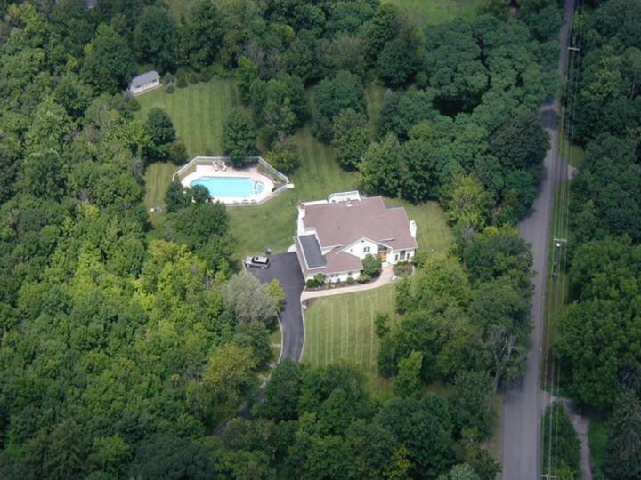 Luxurious getaway for large groups near West Point