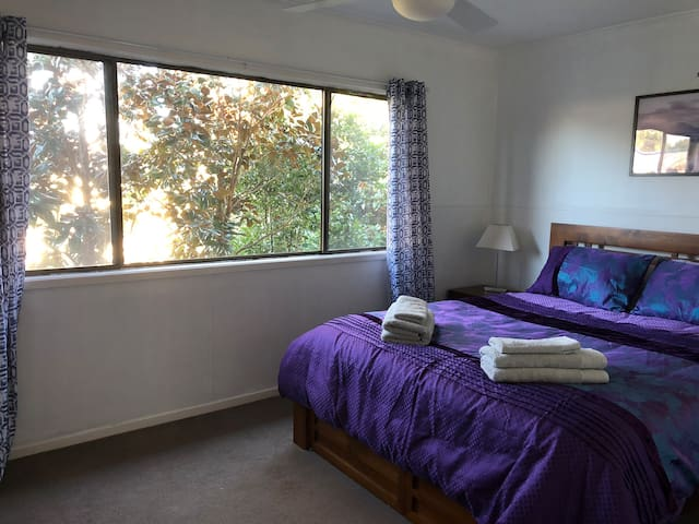 Private space, tranquil gardens, 3 mins to CBD