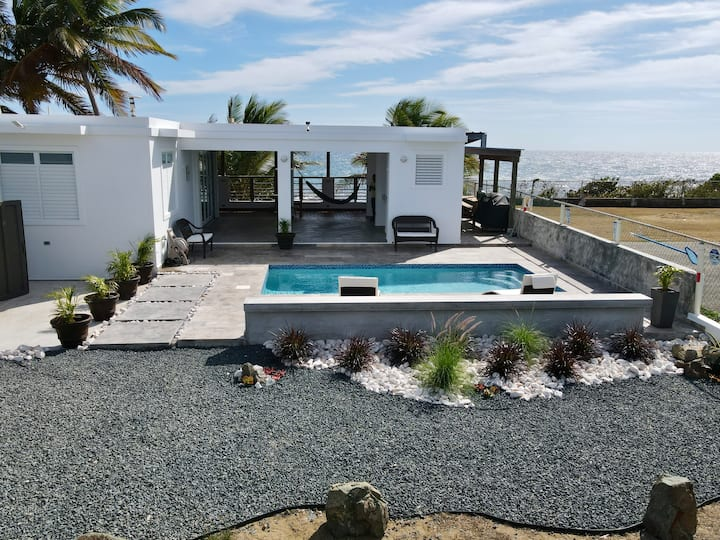 MikaLuka Beachhouse / Private Pool/ Beachfront