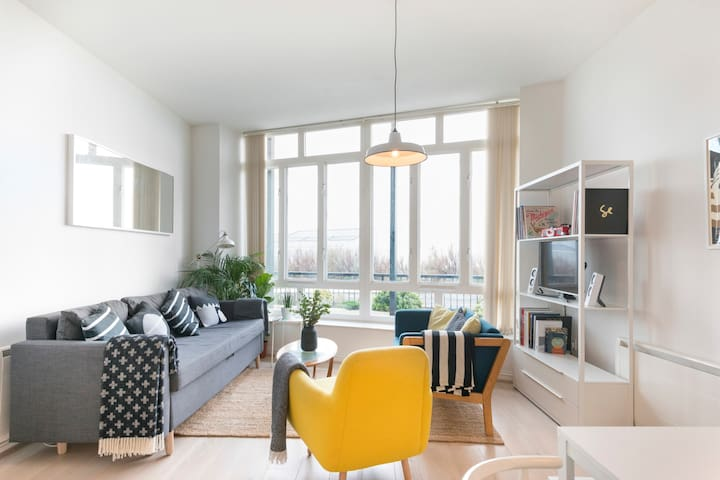 Modern Scandinavian Design Apartment by the Sea