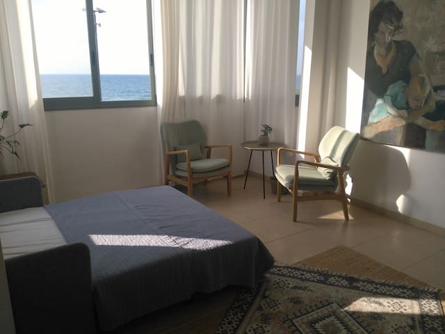 Beautiful studio Apartment on Bat galim promenade