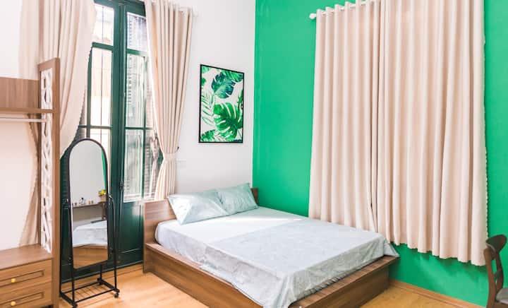 VT Home#5-★ Comfy Bedroom ★ Walk Everywhere! ★