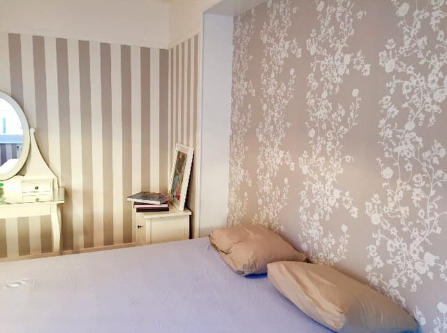 Charming and comfortable room. - Villerupt - Leilighet