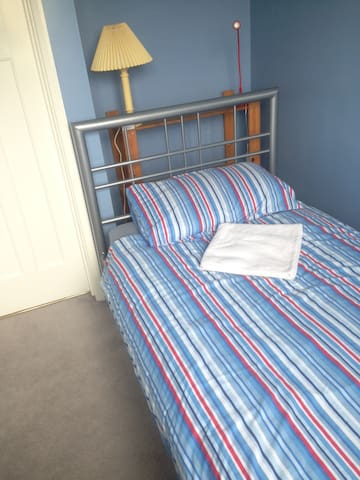 Single Room with lovely view,TV & Off Road Parking - Kennington - Casa