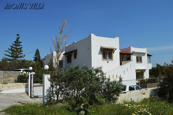Spacious appartment 2 bedrooms, balcony and garden - Ierapetra - Huis