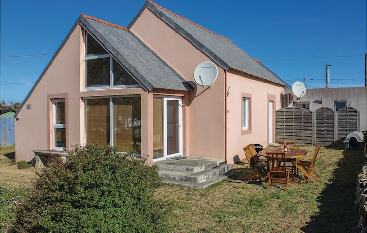 Semi-Detached with 3 bedrooms on 100 m² in Plogoff