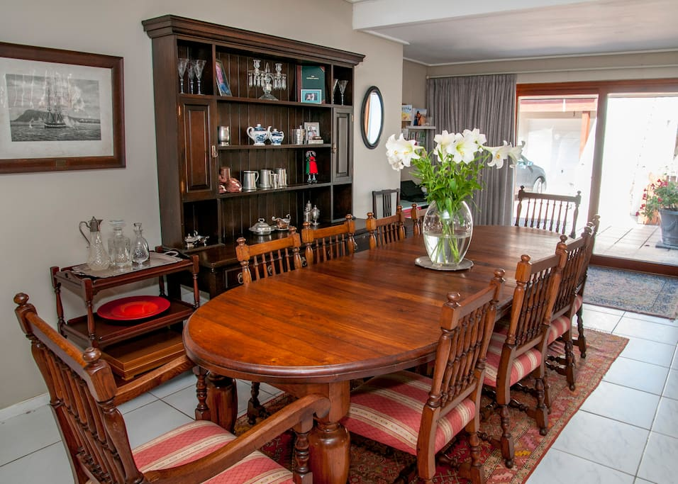 Dining area for 10 guests