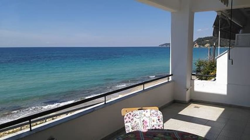 Seaside beach home, 10 meters from the sea. - Siviri - Apartment