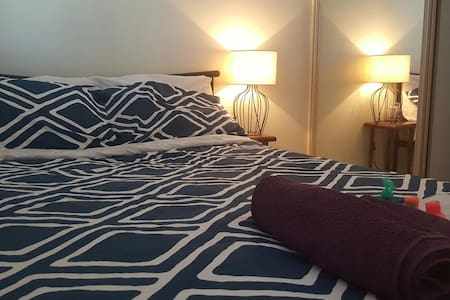 Private room in leafy neighbourhood - Wahroonga - House