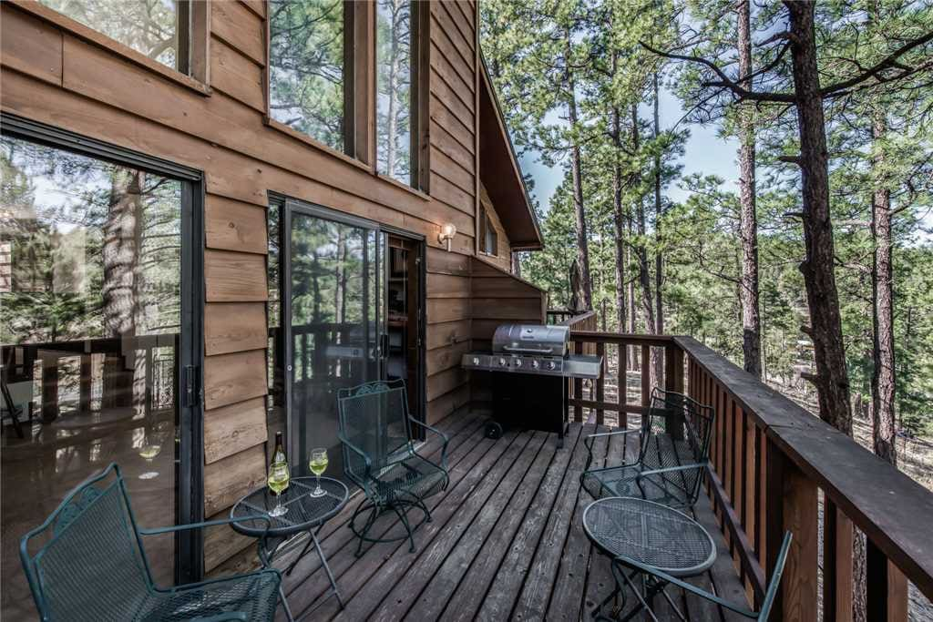 Dine in the pines! - Prepare your dinner outside and enjoy grilling in the cool mountain air.