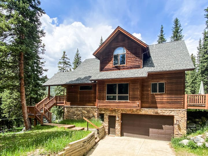 New Listing! Beautiful Mountain Home w/ Fireplaces
