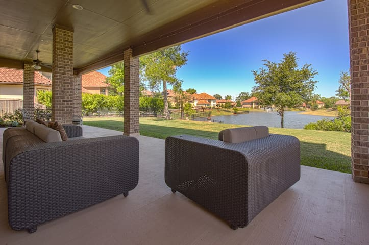 ✨Private Suite in Gated Luxury SugarLand Lakefront