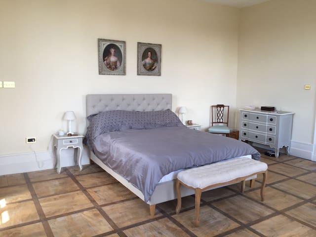 Master Bedroom / Chambre Principale