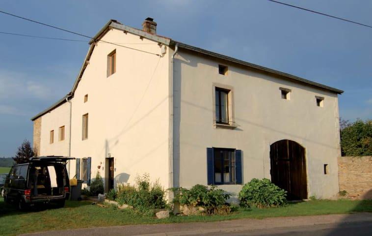 Grande maison de campagne au calme - Aboncourt-Gesincourt - Flat