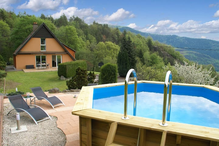 Modern villa with pool, jacuzzi and sauna in top location with stunning view