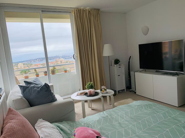 Cute Hotel Studio Room with Gorgeous Harbour Views