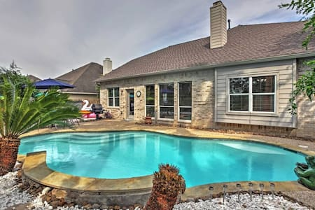 5BR Pearland House w/Convenient Location! - Pearland