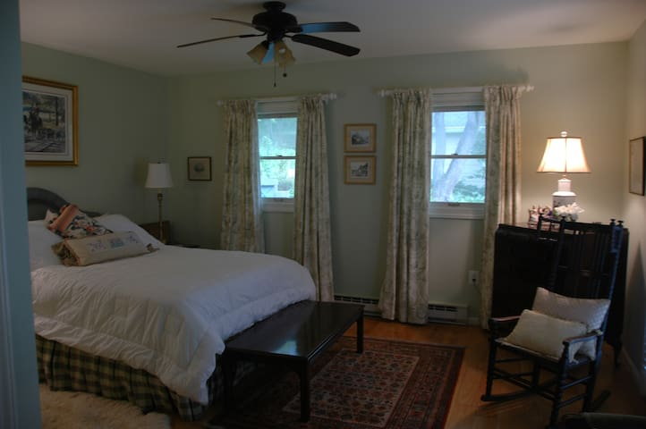 The guest suite at English Cottage.