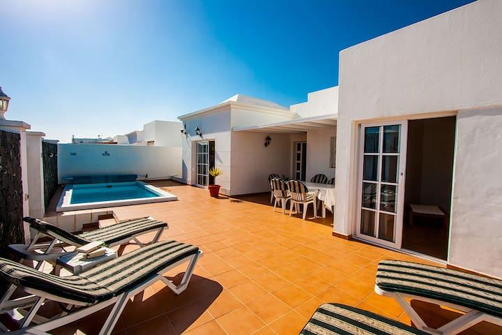 Fabulous central CT villa + heated pool! - Costa Teguise - Villa