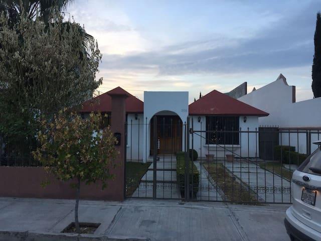 Linda casa en Saltillo norte bien ubicada.