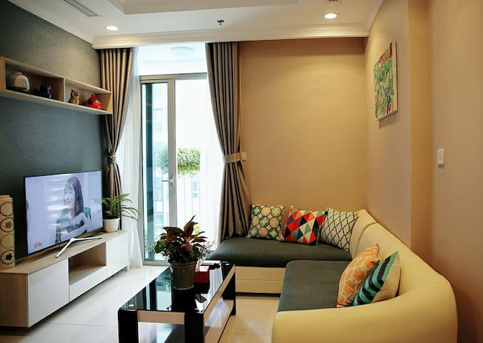 Vinhomes Central Park-1BR- L5, beside Landmark 81