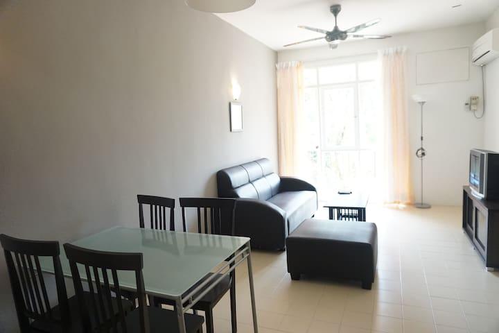 Cozy Place - Bayu Emas - Tanjung Bungah - Wohnung