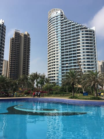 海景舒适公寓房,楼下超大泳池,站在阳台看海 - 临高县