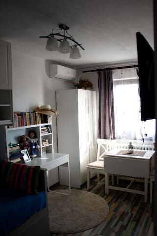 Cosy home, 800 m away from metro (C. Brancoveanu)