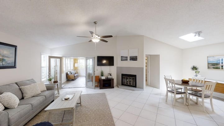1717 Sea Place: Beachside 3 bedroom patio home with fenced yard, PET FRIENDLY, garage, community pool and beach access