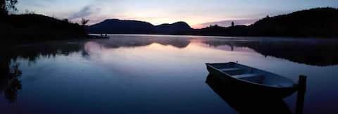 Chambre chaleureuse près d'un magnifique lac